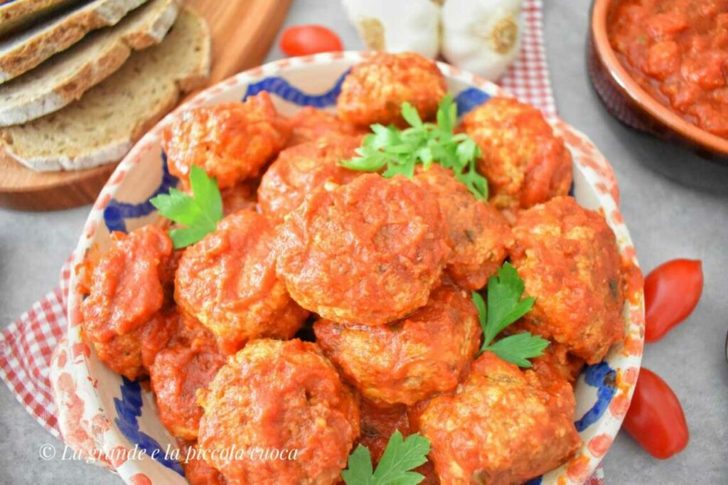 Pulpeciki z bakłażanem w sosie pomidorowym