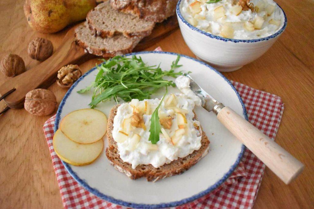 Pasta kanapkowa z orzechami i serem gorgonzola