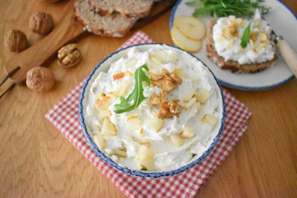 Pasta kanapkowa z gorgonzolą i gruszka
