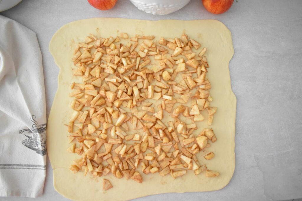 Drożdżowe ślimaczki z jabłkami