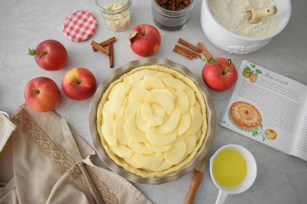 Tarta na kruchym cieście z jabłkami