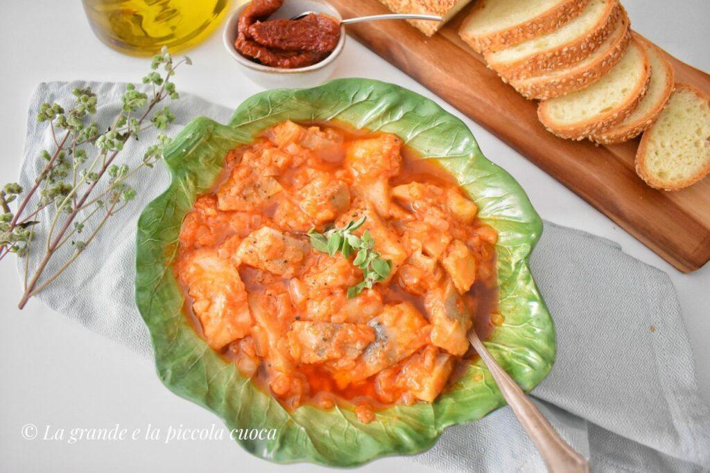 Przepis na śledzie z pomidorami