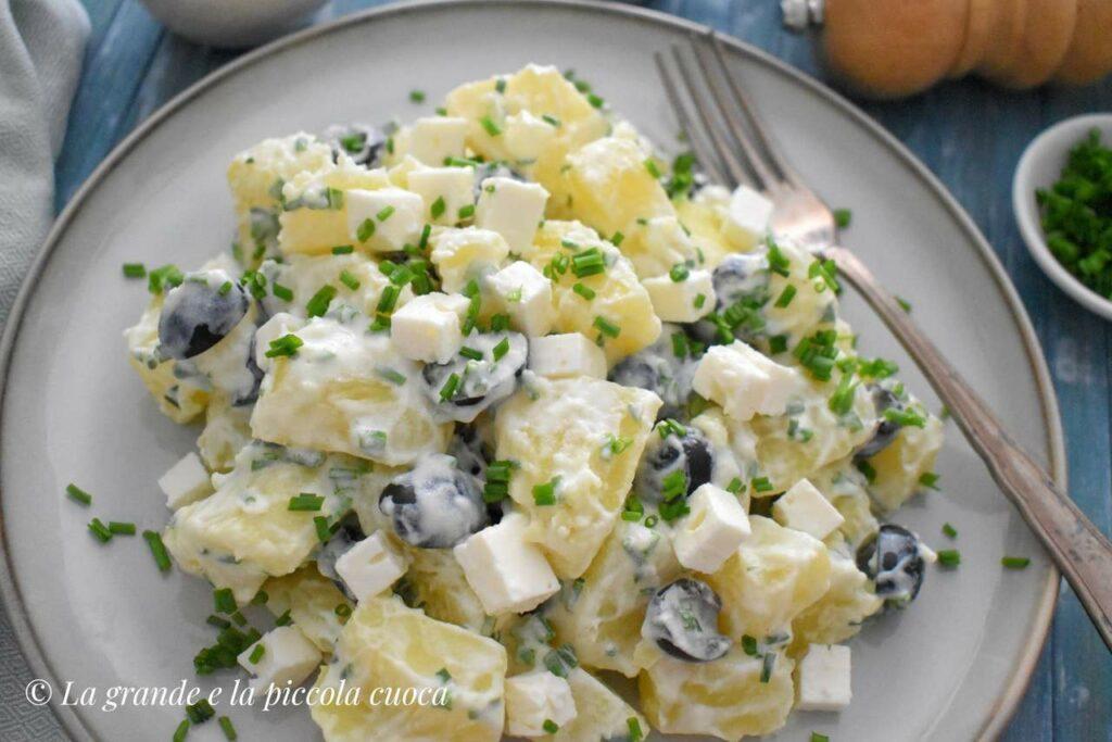 Sałatka ziemniaczana z serem feta i oliwkami