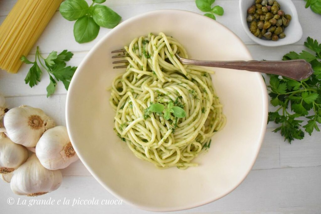 Makaron z pesto salsa verde