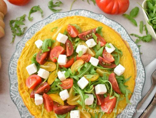 Frittata z pomidorkami, fetą i rukolą