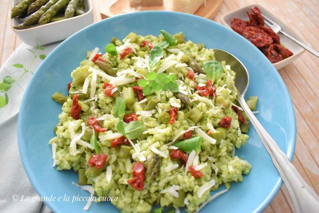 Przepis na sałatke ryżowa ze szparagami