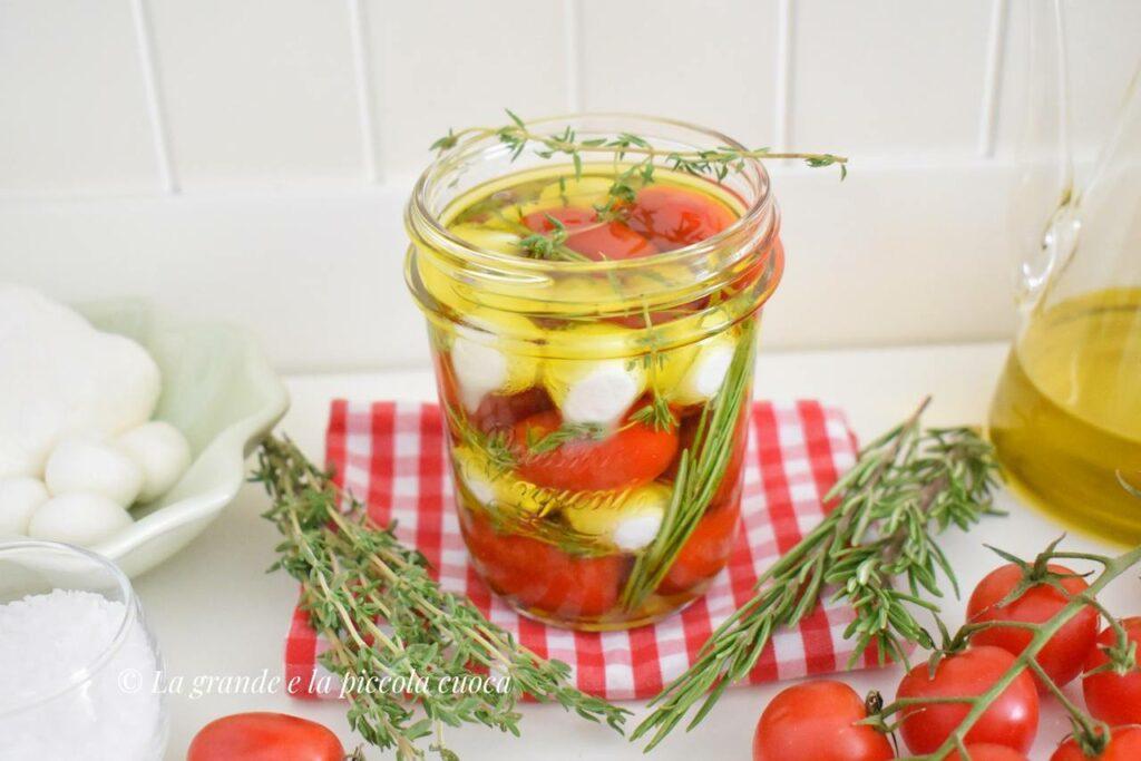Mozzarella w oliwie i ziołach