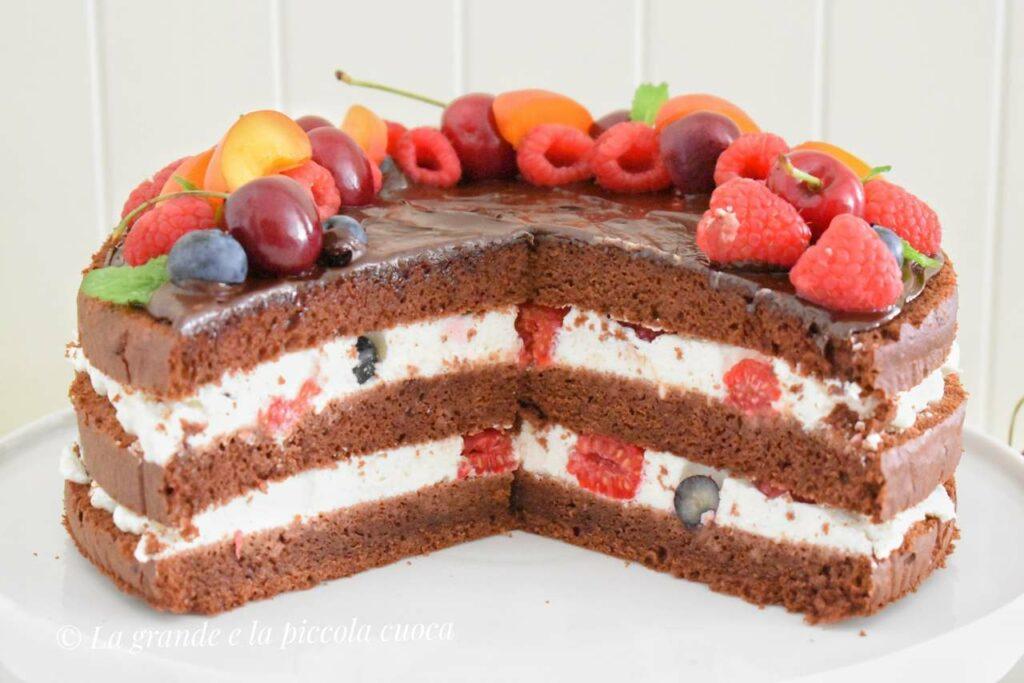 Przepis na tort czekoladowy z owocami