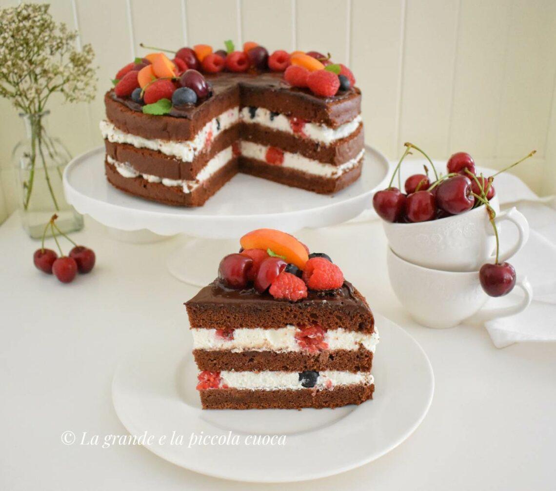 Tort Devil's food cake z owocami