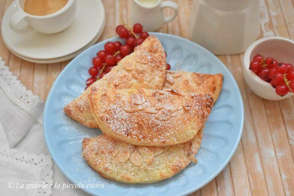 Ciastka francuskie z brzoskwiniami