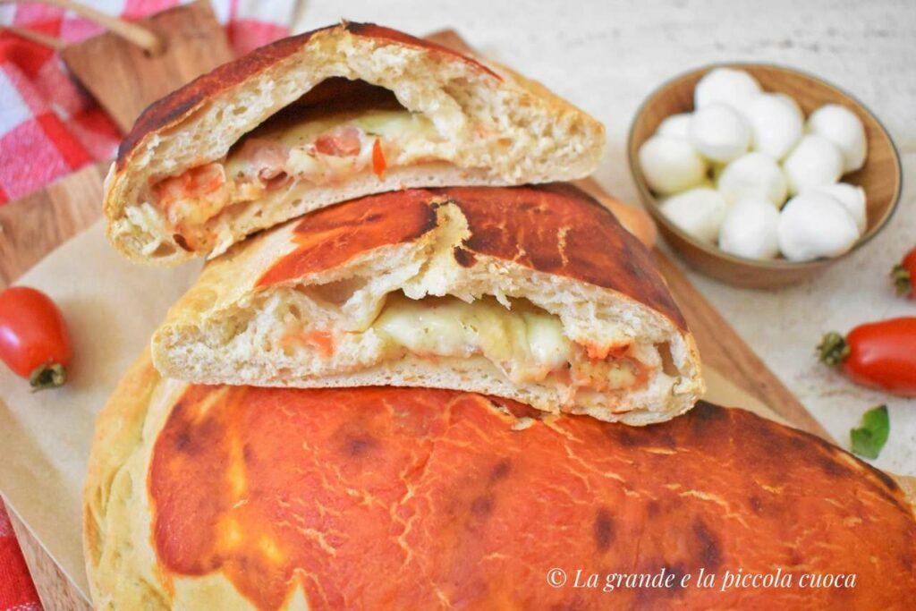 Włoskie calzone z szynką i serem