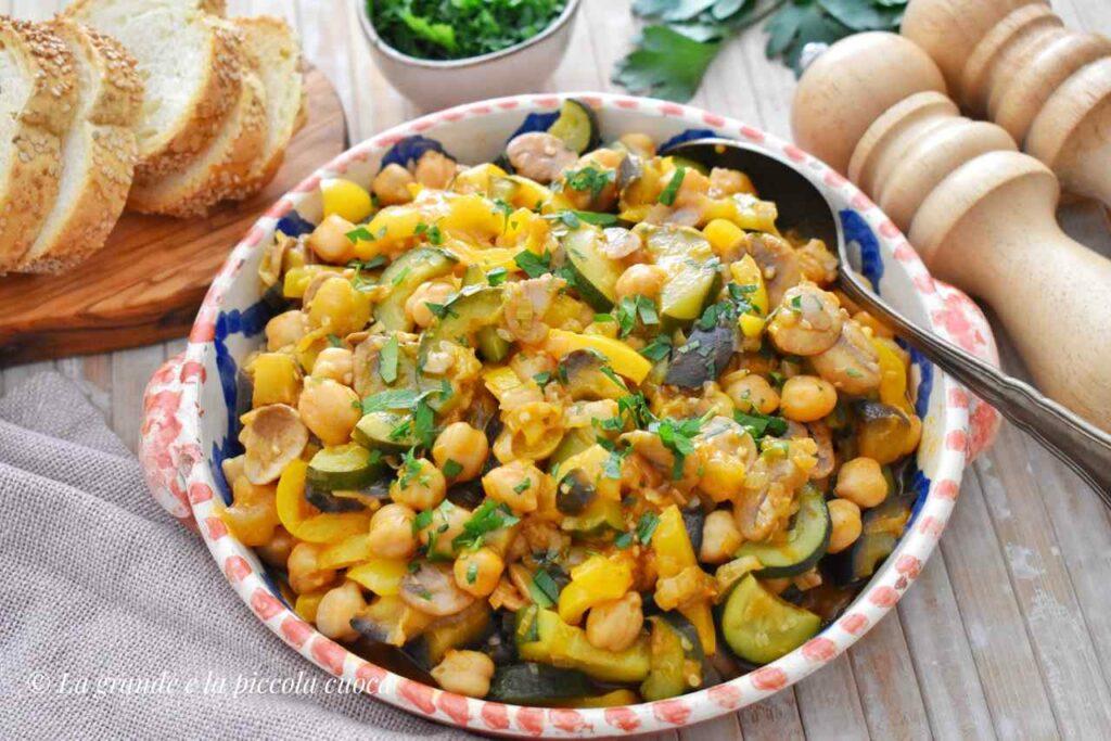 Gulasz z warzywami i ciecierzyca