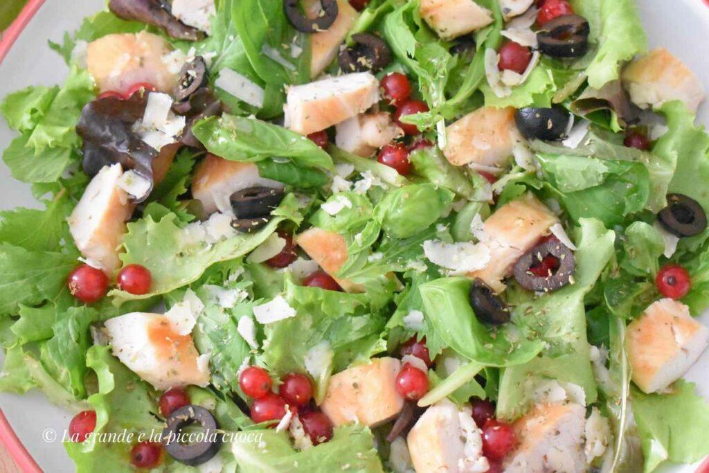 Salatka z oliwkami i kurczakiem