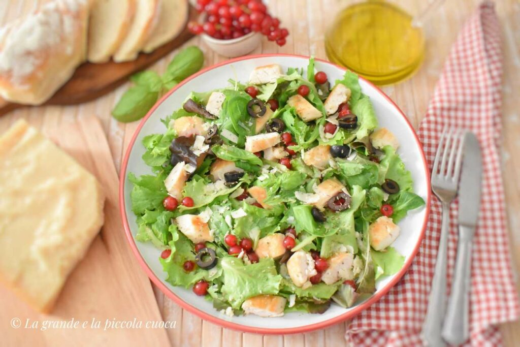 Przepis na salatke z ziolowym kurczakiem