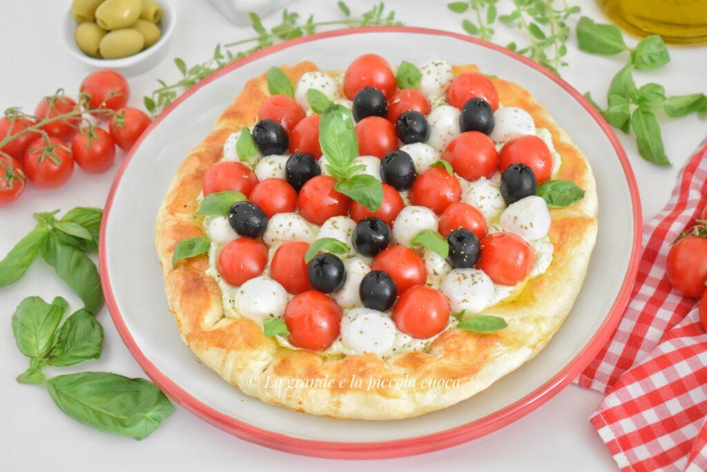Francuska tarta z pomidorkami i pesto