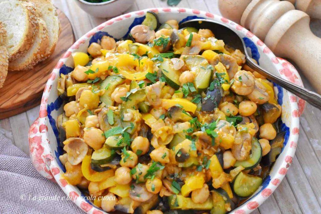 Przepis na gulasz z warzywami i ciecierzyca
