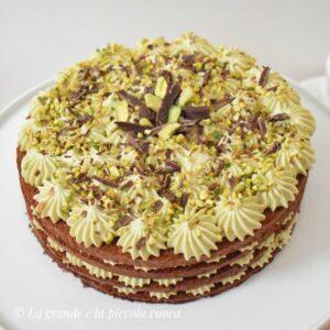 Tort czekoladowy z kremem pistacjowym