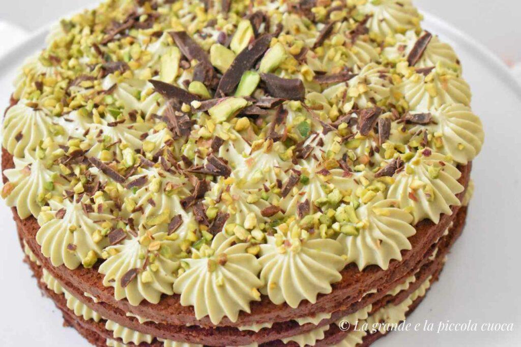 Tort czekoladowy z pistacjami